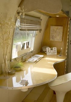 Spaulding's Airstream very cool inside to an airstream.dream of mine to have one and create a perfect tiny, mobile space.very cool inside to an airstream.dream of mine to have one and create a perfect tiny, mobile space. Airstream Vintage, Airstream Rental, Airstream Interior, Airstream Trailers, Vintage Caravans, Vintage Travel Trailers, Vintage Campers, Airstream Renovation, Airstream Remodel