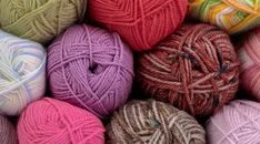 How to substitute yarns Knitting Needles, Knitting Yarn, Hand Crochet, Knit Crochet, Knitting Tutorials, Design Your Own, Yarns, Fiber Art, Knits