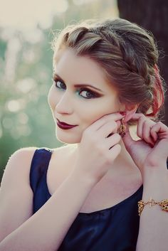Photo and editing: Irinel Cîrlănaru  Accesorii: Ioana Nae  Model: Adina Aruștei  Make Up Artist: Alexandra Tatar  Hair style: Mădălina Mak  Clothes: Bee Free și Mirela Coman