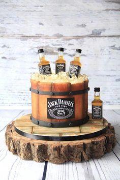 New birthday cupcakes man jack daniels ideas Jack Daniels Torte, Bolo Jack Daniels, Festa Jack Daniels, Jack Daniels Birthday, Jack Daniels Cupcakes, Jack Daniels Decor, Cake Cookies, Cupcake Cakes, Rodjendanske Torte