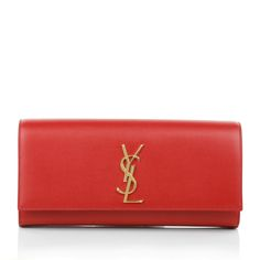 Incredible lovely in fire red: the Saint Laurent Clutch Cassandre Vermillion! The perfect mix between chic and classy combined with the color of love! Great accessory to fall in love a thousand times <3 and to meet your dream man