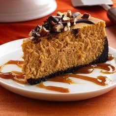 Turtle Pumpkin Cheesecake - made on a chocolate wafer cookie crust, topped with pecans and drizzled with chocolate! For gluten free pumpkin cheesecake, use gluten free chocolate cookies for the crust! Köstliche Desserts, Delicious Desserts, Dessert Recipes, Yummy Food, Impressive Desserts, Creative Desserts, Recipes Dinner, Pumpkin Cheesecake Recipes, Pumpkin Recipes