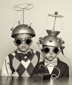 I love these collander-spacemen. vintage everyday: The Most Bizarre Fashion Styles in the Past – 25 Funny Photos of Vintage Costumes That Nobody Can Explain Childrens Halloween Costumes, Vintage Halloween, Children Costumes, Halloween Photos, Halloween Halloween, Science Fiction, Fiction Movies, Images Vintage, Funny Vintage Photos