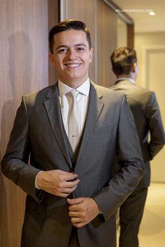 Noivo Leonardo veste Terno Armani para casamento clássico em SP.
