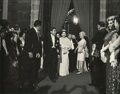 Japanese His Majesty the Emperor and Her Majesty the Empress who attend at the dinner of the Mexican Palacio de Mineria. 1964. Syowa.