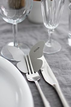 6 nemme genveje til et smukt og fint festbord 6 shortcuts to the easy party table – The Housing Magazine Wedding Table, Diy Wedding, Dream Wedding, Wedding Day, Card Wedding, Wedding Advice Cards, Wedding Paper, Wedding Ceremony, Wedding Photos