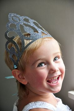 Loving these absolutely adorable party favor Elsa Crowns for a Frozen Themed Birthday Party!