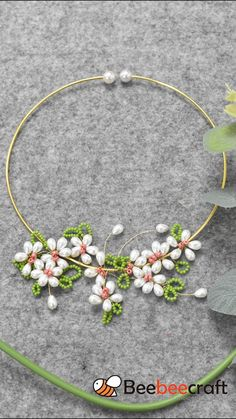 🌸🌸#Beebeecraft idea on making wrapped flower #necklace with #seedbeads and #copperwire. #DIY #Jewelrymaking #jewelry Wire Jewelry Designs, Diy Crafts Jewelry, Handmade Beaded Jewelry, Bracelet Crafts, Diy Jewelry Necklace, Bead Jewellery, Flower Necklace, Earrings, Beads And Wire