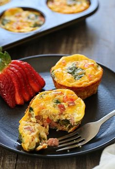 (WW 5 FP) These petite crustless quiche are SO good, loaded with turkey kielbasa, veggies and cheese. This slimmed down quiche will not disappoint. Make them ahead for grab-and-go breakfast for the week! Healthy Recipes, Ww Recipes, Brunch Recipes, Low Carb Recipes, Cooking Recipes, Skinnytaste Recipes, Breakfast Dishes, Breakfast Recipes, Omelettes