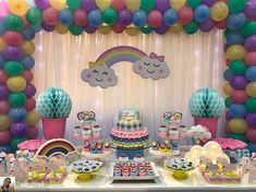 Chuva de amor... Que cute!!! Por @xeumel #chuvadeamor #festachuvadeamor #festainfantil #festademenina #maedemenina #festaspersonalizadas #festalinda #festascriativas #fiestasinfantiles #festaumano #decoracaofestainfantil #festamenina #festasinfantis Rainbow Birthday, 1st Birthday Girls, 2nd Birthday Parties, Diy Birthday, Unicorn Birthday, Unicorn Party, Baby Deco, Girl Birthday Decorations, First Birthdays