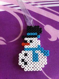 Décoration de noël suspendue bonhomme de neige avec son chapeau à ruban bleu : Accessoires de maison par cece-creation