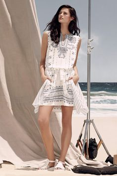 BCBG Max Azria Resort 2015 Collection Slideshow on Style.com