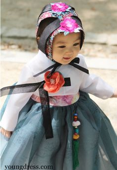 "Western-Style dresses instead of ""hanbok"" or korean traditional clothing /costumes and they would hold a parasol in one hand to cover their faces, Korean Traditional Dress, Traditional Fashion, Traditional Dresses, Korean Fashion Trends, Asian Fashion, Kids Fashion, Korea Fashion, Fashion Outfits, Vogue Korea"