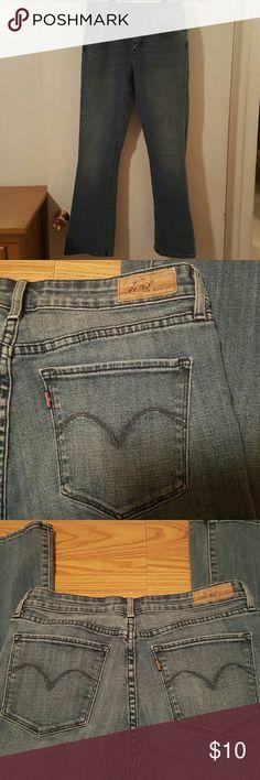 Super Cute Levi's Mid-Rise Blue Jeans Super Cute Levi's Mid-Rise Blue Jeans....Size 8.. 99% Cotton 1% Spandex Levi's Jeans Boot Cut