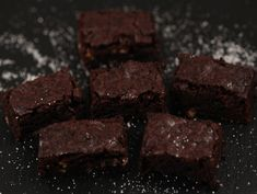 Brownie+cu+cacao+si+nuca Brownies, Romanian Food, Cacao, Food And Drink, Desserts, Cake Brownies, Tailgate Desserts, Deserts, Postres