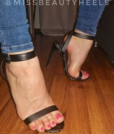 I love women's feet! Sexy Legs And Heels, Hot High Heels, Ankle Strap Heels, Ankle Straps, Walking In High Heels, Nylons Heels, Pantyhose Legs, Beautiful Toes, Sexy Sandals