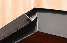 ステンレスアングルを用いたシンプルな軒樋