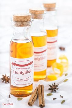 Honey liqueur or Bärenfang - with this recipe succeeds! Greek Diet, Stuffed Mushrooms, Stuffed Peppers, Liqueur, Medicinal Herbs, Food Items, Spices, Food And Drink, Tasty