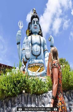 Koneswaram Temple is a Hindu Temple dedicated to Lord Shiva located in Trincomalee, Eastern Sri Lanka. How to get to the Koneswaram Temple Book Corners, Responsible Travel, Group Travel, Travel Memories, Yoga Retreat, Travel Guides, Sri Lanka, Temple, Around The Worlds