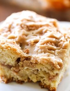 This recipe is absolutely DELICIOUS! Apple cake with crumb mixture swirled both in the center and over the top and drizzled in the most amazing caramel glaze! This Caramel Apple Breakfast Crumb Cake will be one of the best breakfasts you make this f Apple Breakfast, Breakfast Cake, Best Breakfast, Breakfast Recipes, Cupcake Cakes, Cupcakes, Apple Crumb, Dessert Aux Fruits, 9x13 Baking Dish