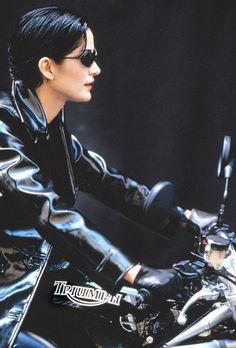Trinity (Carrie-Ann Moss) on a Triumph Speed Triple in the film, Matrix Indian Motorcycles, Triumph Motorcycles, Triumph Motorbikes, Triumph Bonneville, Trinity Matrix, The Matrix Movie, Man In Black, Chica Punk, Entertainment