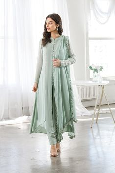 Ready-to-ship Indian clothing and Pakistani Clothing in the USA and Canada. Shop the latest trends in Indian and Pakistani fashion. Los Angeles based Indian clothing store online in USA. Pakistani Fashion Casual, Pakistani Dresses Casual, Pakistani Bridal Wear, Pakistani Dress Design, Designer Party Wear Dresses, Kurti Designs Party Wear, Indian Designer Outfits, Pakistani Designer Clothes, Dress Indian Style