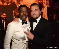 Pin for Later: Die 40 besten Fotos der Oscars  Peace! Leonardo DiCaprio und Chris Rock.