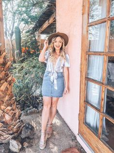 Mind below to see the denim-skirt attire design and style women are wear this plunge. Spring Fashion Casual, Spring Fashion Trends, Summer Fashion Outfits, Short Outfits, Fasion, Black Shorts Outfit, Denim Skirt Outfits, White Denim Skirt, Ladies Dress Design