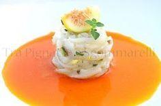 Tonnarelli di calamaro 'al crudo', con pistacchi e menta romana, accompagnati da riduzione di fichi d'India e fichi settembrini