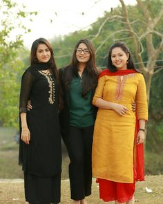 Desi Girl Image, Girls Image, Beauty Full Girl, Cute Beauty, Churidar Designs, Punjabi Dress, Group Photography, Saree Look, Design Girl