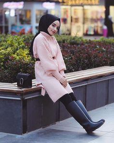 Image may contain: 1 person, shoes - Argoratta Uni Outfits, Couple Outfits, Teen Fashion Outfits, Casual Outfits, Hijab Elegante, Hijab Chic, Estilo Abaya, Hijab Fashionista, Korean Street Fashion