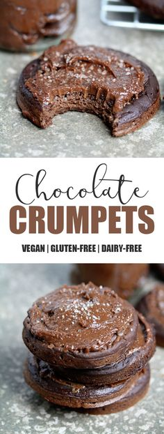 Chocolate Crumpets Vegan & Gluten-free with Salted Caramel Spread Crumpets are such a quintessential British tea time treat. Griddle cakes that look like pancakes and cooked like pancakes only they're thicker, spongier/chewier and full of holes! Vegan Dessert Recipes, Köstliche Desserts, Vegan Sweets, Delicious Desserts, Vegan Food, Healthy Desserts, Healthy Foods, Healthy Eating, Sin Gluten