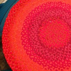 how-to instructions to make a braided rag rug out of old/repurposed t-shirts #diy #ragrug #braidedragrug