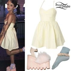 Find out where your favorite celebrities buy their clothes and how you can get their looks for less. Melanie Martinez Dress, Melanie Martinez Concert, Crybaby Melanie Martinez, Pastel Goth Outfits, Girl Outfits, Cute Outfits, Fashion Outfits, Melanie Martinez Halloween Costume, Steal Her Style