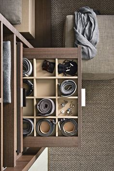 45 Creative Bedroom Wardrobe Design Ideas That Inspire On Like everything else in life, there are those who were born to plan out bedrooms and those who would rather … Wardrobe Design Bedroom, Master Bedroom Closet, Bedroom Wardrobe, Wardrobe Closet, Bedroom Boys, Walk In Closet Design, Closet Designs, Closet World, Ideas Armario