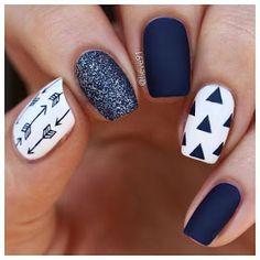 uñas blancas con negro white nails with black Navy Nail Art, Navy Blue Nails, Pink Nails, Glitter Nails, Blue And White Nails, Blue Matte Nails, Blue Gel, White Glitter, Nail Art Designs