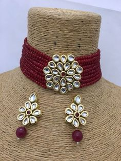 Kundan Necklace Set, Indian Traditional Kundan Necklace W/ Kundan Earring, Bollywood Replica,Kundan Choker Necklace, Party wear Necklace Pearl Necklace Designs, Jewelry Design Earrings, Beaded Jewelry, Necklace Set, Bohemian Jewelry, Jewelry Accessories, Handmade Jewelry, Antique Jewellery Designs, Fancy Jewellery