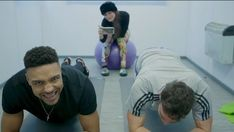 WATCH: Max and Jordan go head-to-head in a Plank Off!