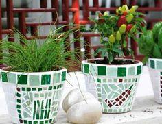Macetas decoradas con mosaico | Guía de manualidades