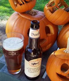 Dogfish head punkin ale and a pile of jack o lanterns! Pumpkin Beer, Best Pumpkin, Beer Recipes, Fall Recipes, Dogfish Head, Beer Tasting, Hot Sauce Bottles, Yummy Drinks, Fall Halloween