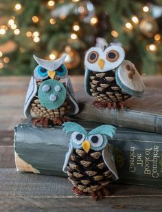 weihnachtsdekoration eulen aus filz und zapfen
