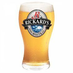 Cerveja Rickard's White, estilo Witbier, produzida por Molson Breweries, Canadá. 5.4% ABV de álcool.
