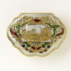 Перламутр в декоративном искусстве. 15-19 век Изделия из перламутра и резьба по нему известны с очень давних времен. Здесь вещи из Музея Виктории и Альберта,…