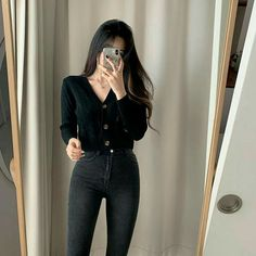 Korean Girl Fashion, Korean Fashion Trends, Ulzzang Fashion, Kpop Fashion Outfits, Girls Fashion Clothes, Korean Casual Outfits, Edgy Outfits, Cute Casual Outfits, Simple Outfits