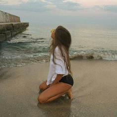 How to Take Good Beach Photos Summer Pictures, Beach Pictures, Summer Photography, Photography Poses, Picture Poses, Photo Poses, Beach Vibes, Summer Vibes, Instagram Pose