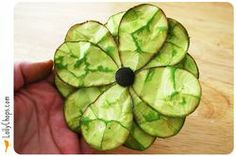 a nifty flower you can use on a card, scrap book page or altered art project!