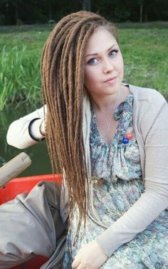 Dreads can look pretty, they don't have to look dirty and gross: See? Dreads can look pretty, they don't have to look dirty and gross: - Colorful Toupee Hairs Dreadlock Hairstyles, Curled Hairstyles, Pretty Hairstyles, Medium Hair Styles, Natural Hair Styles, Long Hair Styles, Twists, Short Hair Dont Care, Dread Braids