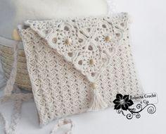 Bolsinha em Crochê com Gráfico. Free pattern with 2 diagrams to follow.  ☀CQ #crochet #bags #totes  http://www.pinterest.com/CoronaQueen/crochet-bags-totes-purses-cases-etc-corona/