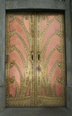 bleistift-und-radiergummi:    Art Nouveau Door - Detail, Goethe Institute Prague.