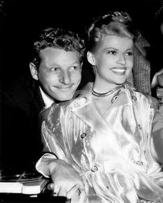 "Danny Kaye bezoekt Rita Hayworth op de set van haar film ""Down to Earth"" in Old Hollywood Movies, Old Hollywood Stars, Hollywood Icons, Old Hollywood Glamour, Golden Age Of Hollywood, Vintage Hollywood, Classic Hollywood, Hollywood Couples, Hollywood Party"